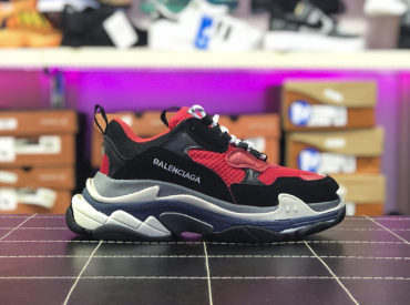 BALENCIAGA TRIPLE S TRAINERS RED BLACK